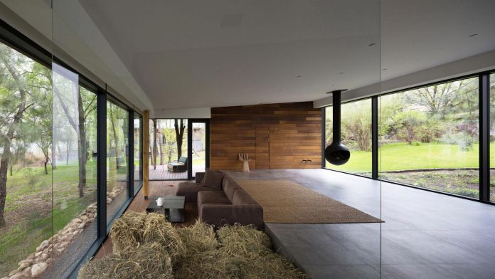 reconstruction-household-uninhabited-buildings-comfortable-home-03