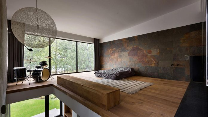 reconstruction-household-uninhabited-buildings-comfortable-home-11