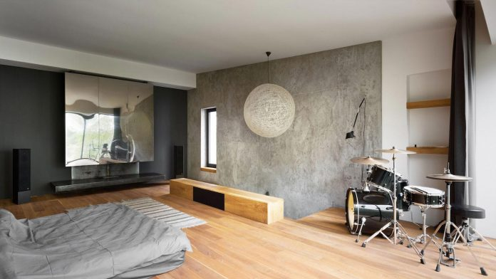 reconstruction-household-uninhabited-buildings-comfortable-home-14