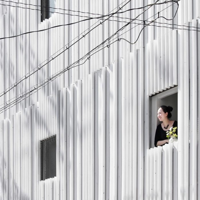 renovation-39-year-old-structure-contemporary-building-facade-white-fins-conceal-two-stores-03