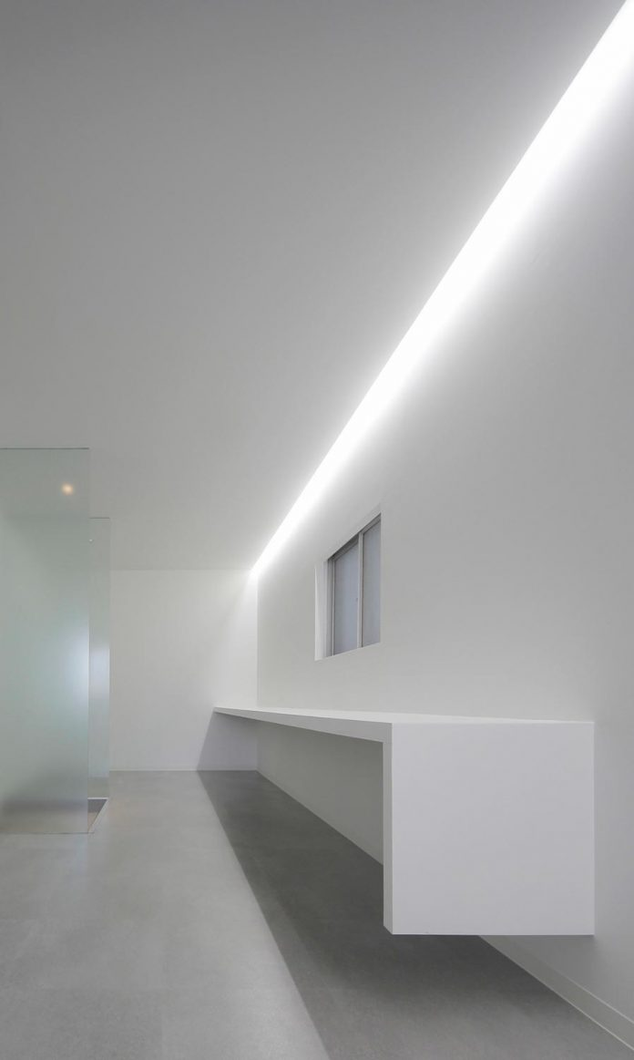 renovation-39-year-old-structure-contemporary-building-facade-white-fins-conceal-two-stores-08