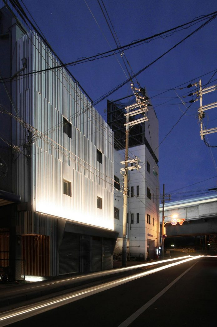 renovation-39-year-old-structure-contemporary-building-facade-white-fins-conceal-two-stores-20