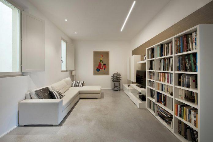 renovation-apartment-located-inside-former-school-music-xix-century-building-historic-center-siena-07