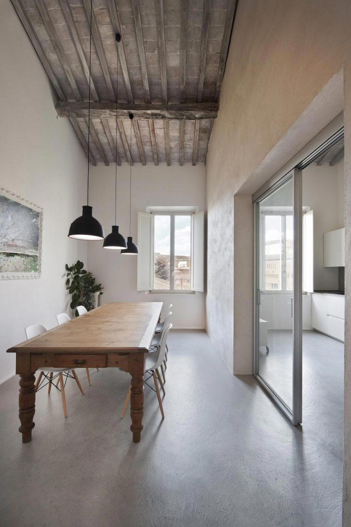 renovation-apartment-located-inside-former-school-music-xix-century-building-historic-center-siena-08