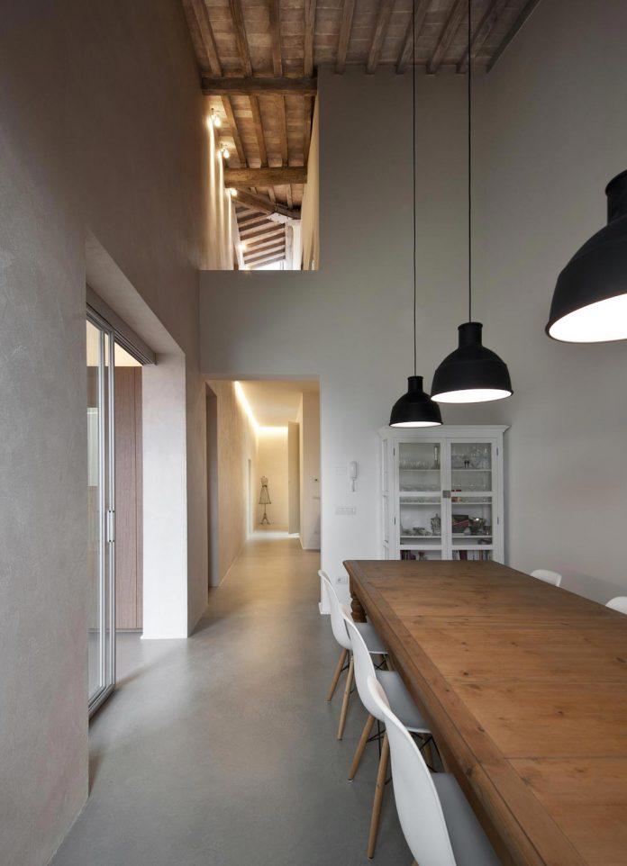 renovation-apartment-located-inside-former-school-music-xix-century-building-historic-center-siena-11