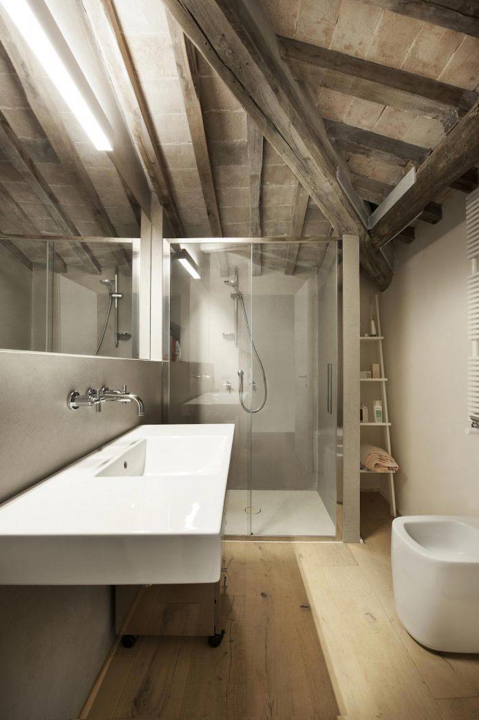 renovation-apartment-located-inside-former-school-music-xix-century-building-historic-center-siena-15