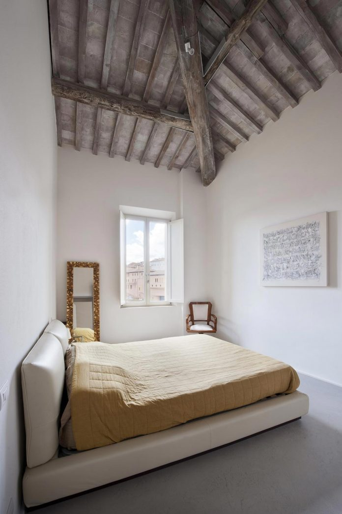 renovation-apartment-located-inside-former-school-music-xix-century-building-historic-center-siena-16
