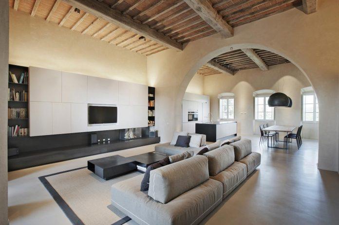 renovation-xv-century-farm-contemporary-villa-town-monteriggioni-01