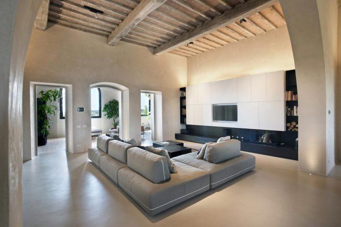 renovation-xv-century-farm-contemporary-villa-town-monteriggioni-03