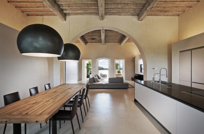 renovation-xv-century-farm-contemporary-villa-town-monteriggioni-04