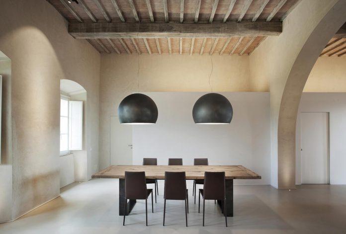 renovation-xv-century-farm-contemporary-villa-town-monteriggioni-07