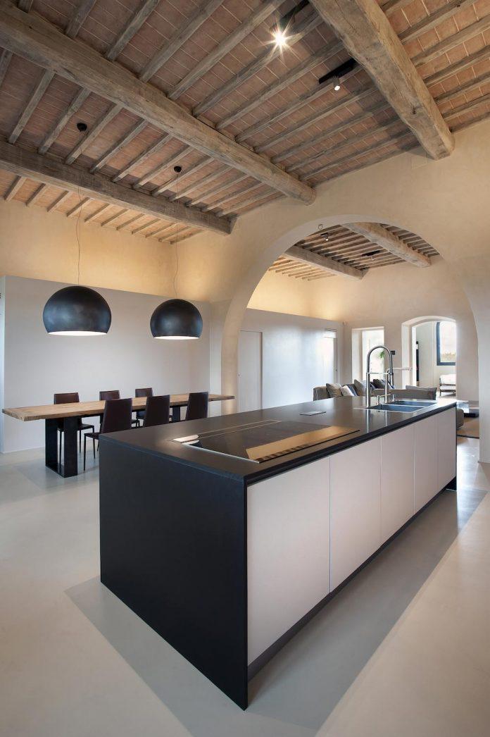 renovation-xv-century-farm-contemporary-villa-town-monteriggioni-10