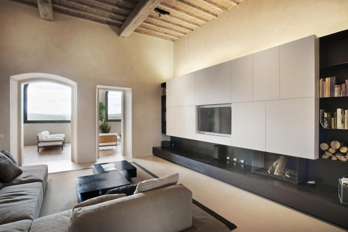 renovation-xv-century-farm-contemporary-villa-town-monteriggioni-11