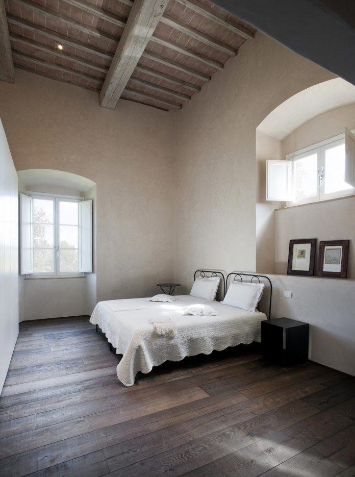 renovation-xv-century-farm-contemporary-villa-town-monteriggioni-13