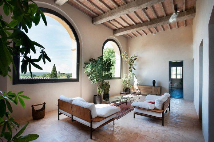renovation-xv-century-farm-contemporary-villa-town-monteriggioni-14