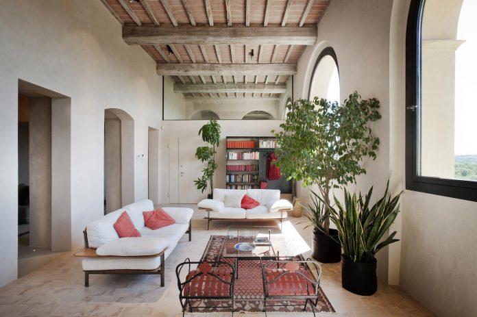 renovation-xv-century-farm-contemporary-villa-town-monteriggioni-15