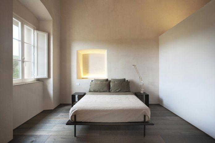 renovation-xv-century-farm-contemporary-villa-town-monteriggioni-20