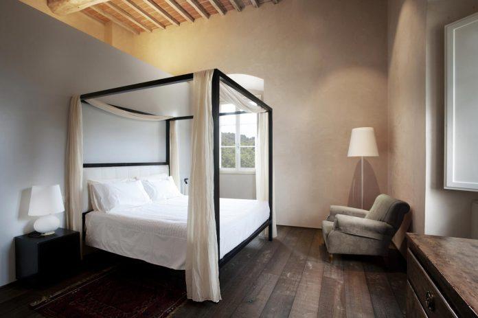 renovation-xv-century-farm-contemporary-villa-town-monteriggioni-21
