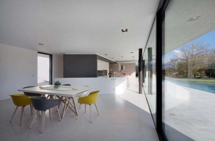 s-villa-designed-ideaa-architectures-fitted-bucolic-rural-land-small-village-eastern-france-04