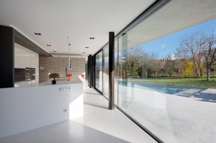 s-villa-designed-ideaa-architectures-fitted-bucolic-rural-land-small-village-eastern-france-05