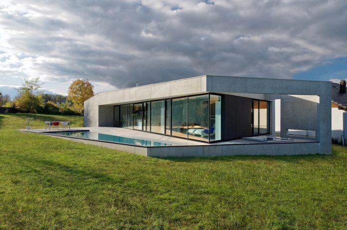 s-villa-designed-ideaa-architectures-fitted-bucolic-rural-land-small-village-eastern-france-06