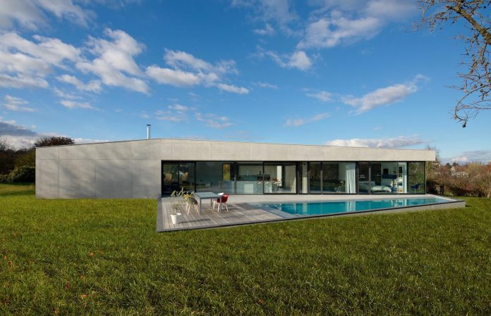 s-villa-designed-ideaa-architectures-fitted-bucolic-rural-land-small-village-eastern-france-07