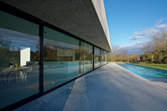 s-villa-designed-ideaa-architectures-fitted-bucolic-rural-land-small-village-eastern-france-09