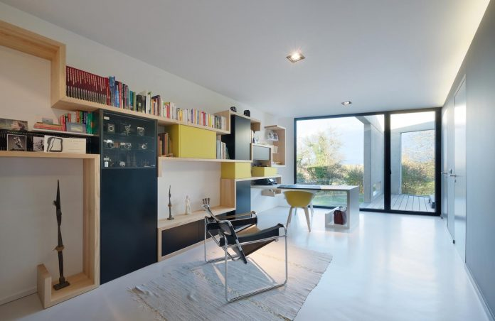 s-villa-designed-ideaa-architectures-fitted-bucolic-rural-land-small-village-eastern-france-12