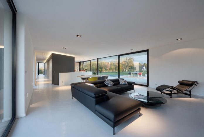 s-villa-designed-ideaa-architectures-fitted-bucolic-rural-land-small-village-eastern-france-16