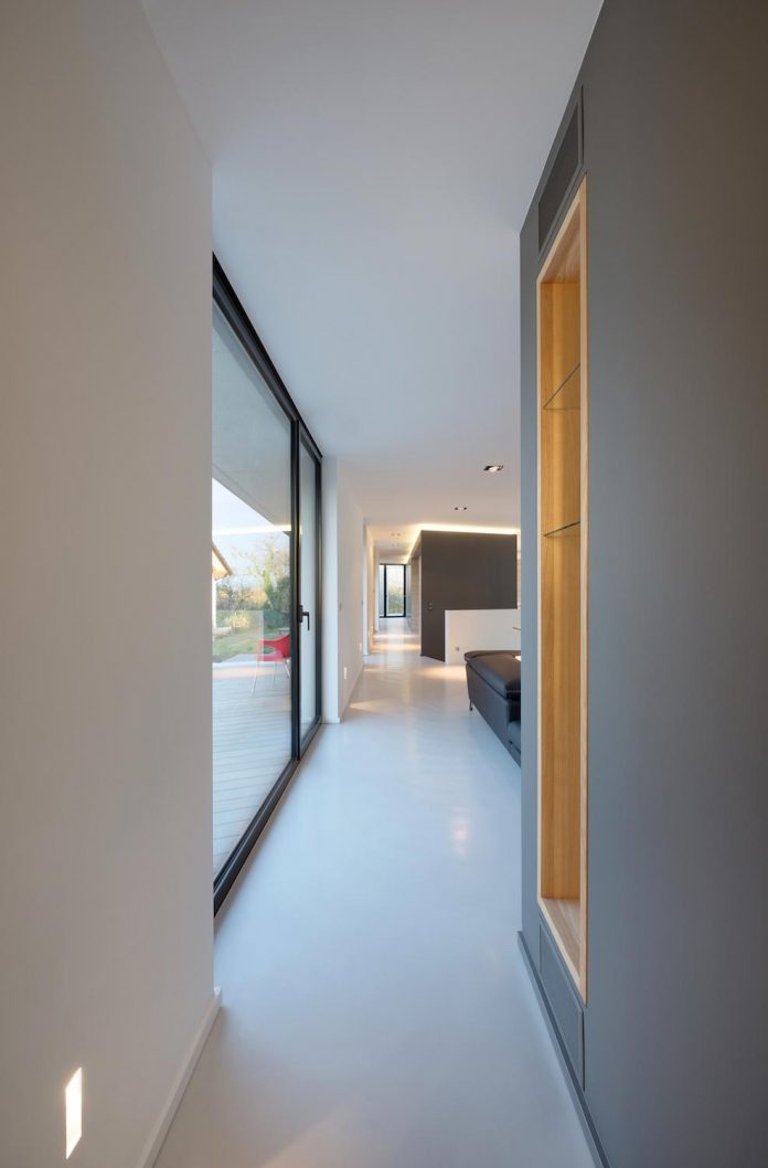 s-villa-designed-ideaa-architectures-fitted-bucolic-rural-land-small-village-eastern-france-18