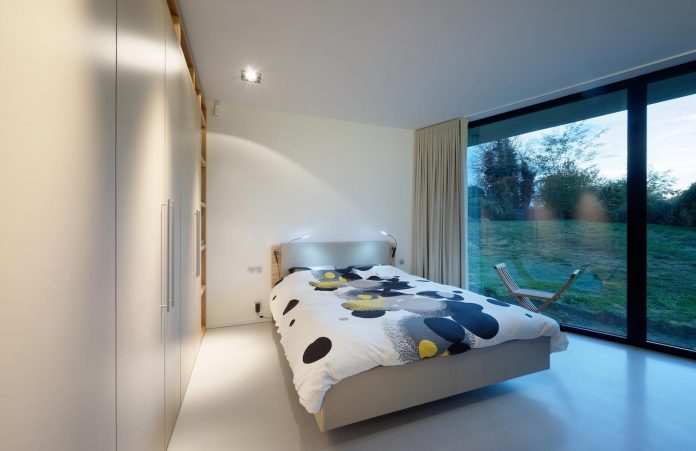 s-villa-designed-ideaa-architectures-fitted-bucolic-rural-land-small-village-eastern-france-22