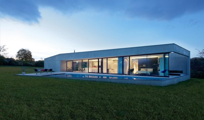s-villa-designed-ideaa-architectures-fitted-bucolic-rural-land-small-village-eastern-france-23
