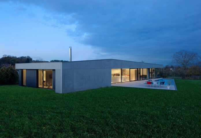 s-villa-designed-ideaa-architectures-fitted-bucolic-rural-land-small-village-eastern-france-24