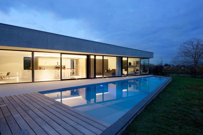 s-villa-designed-ideaa-architectures-fitted-bucolic-rural-land-small-village-eastern-france-25