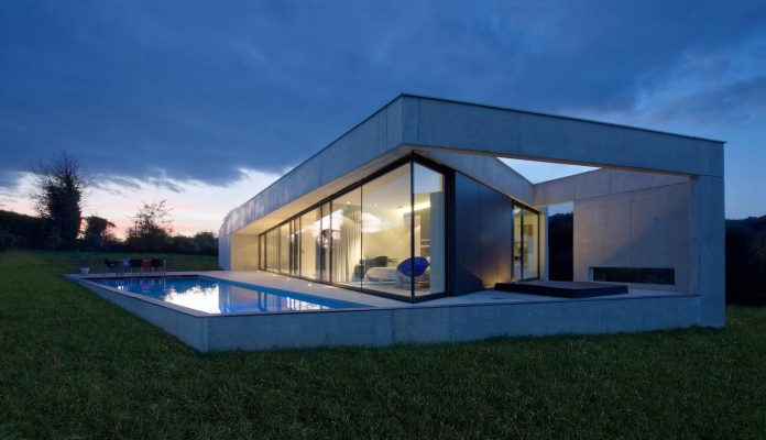 s-villa-designed-ideaa-architectures-fitted-bucolic-rural-land-small-village-eastern-france-26