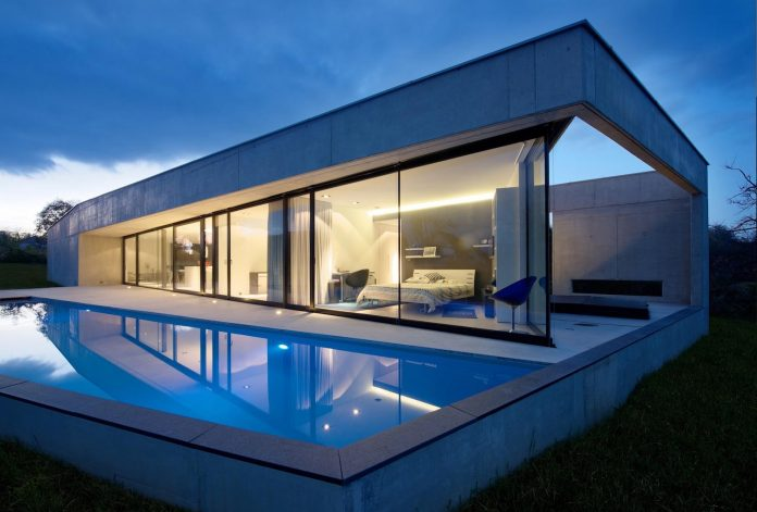 s-villa-designed-ideaa-architectures-fitted-bucolic-rural-land-small-village-eastern-france-27