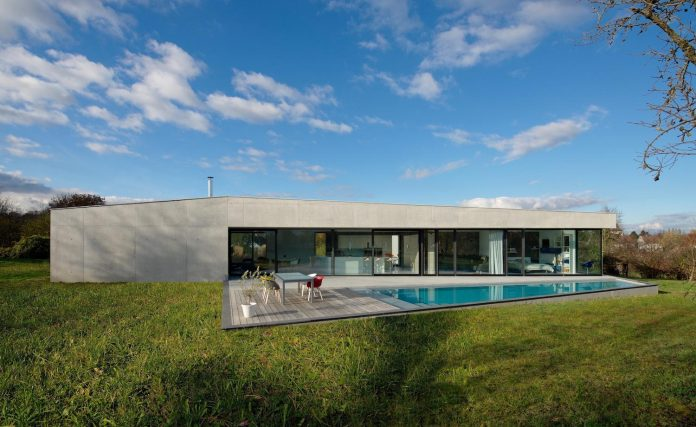 s-villa-designed-ideaa-architectures-fitted-bucolic-rural-land-small-village-eastern-france-29