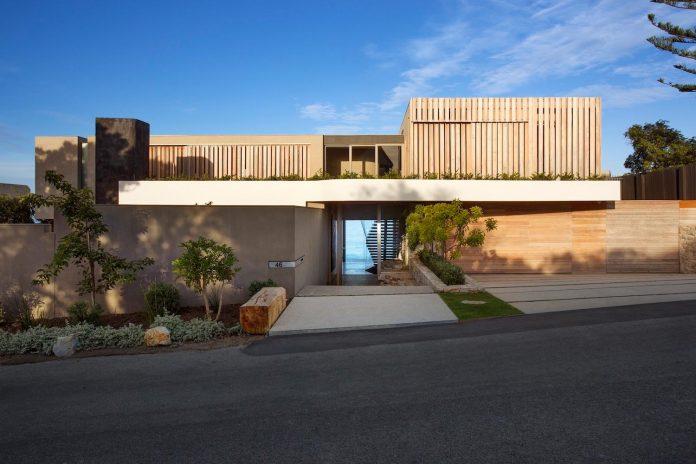 saota-designed-beachyhead-residence-modern-plettenberg-bay-home-near-beach-great-sea-views-01