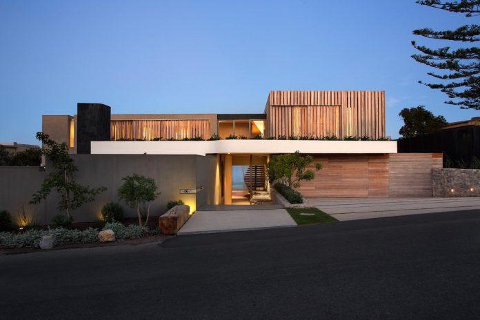 saota-designed-beachyhead-residence-modern-plettenberg-bay-home-near-beach-great-sea-views-02