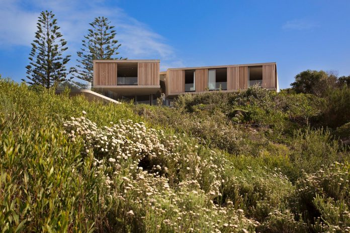 saota-designed-beachyhead-residence-modern-plettenberg-bay-home-near-beach-great-sea-views-04
