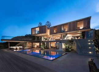 SAOTA designed the Beachyhead residence, a modern Plettenberg Bay home near the beach with great sea views
