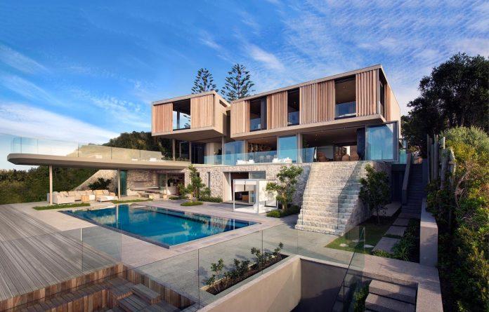 saota-designed-beachyhead-residence-modern-plettenberg-bay-home-near-beach-great-sea-views-06