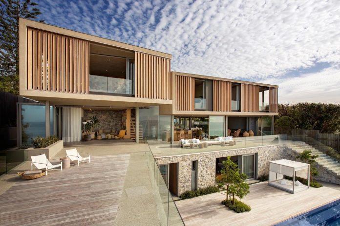 saota-designed-beachyhead-residence-modern-plettenberg-bay-home-near-beach-great-sea-views-08