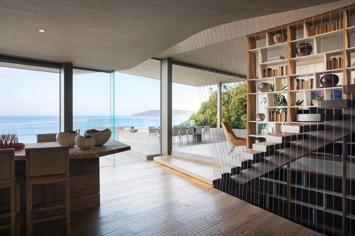 saota-designed-beachyhead-residence-modern-plettenberg-bay-home-near-beach-great-sea-views-10