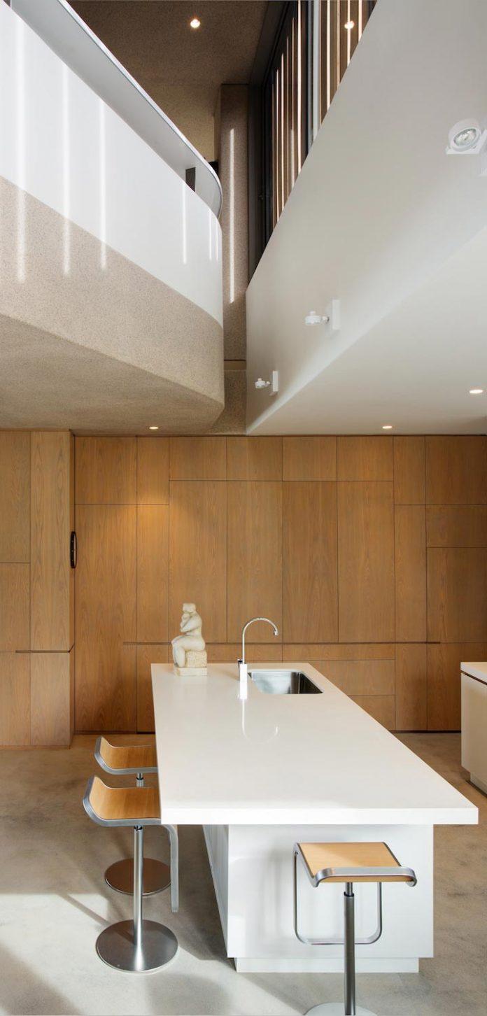 saota-designed-beachyhead-residence-modern-plettenberg-bay-home-near-beach-great-sea-views-12