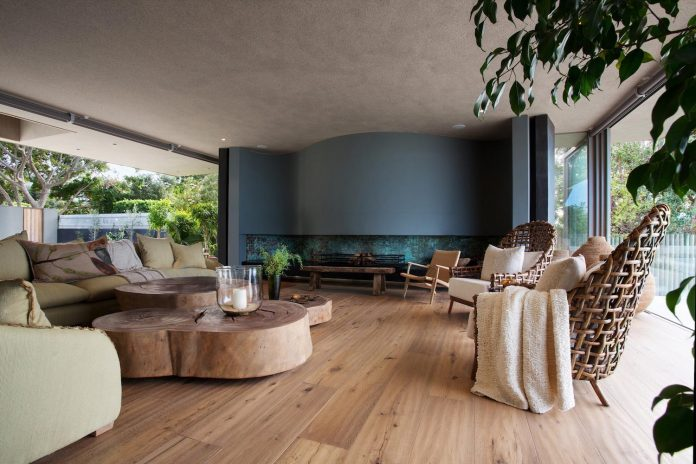 saota-designed-beachyhead-residence-modern-plettenberg-bay-home-near-beach-great-sea-views-13
