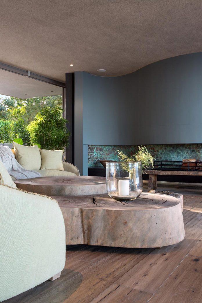 saota-designed-beachyhead-residence-modern-plettenberg-bay-home-near-beach-great-sea-views-14