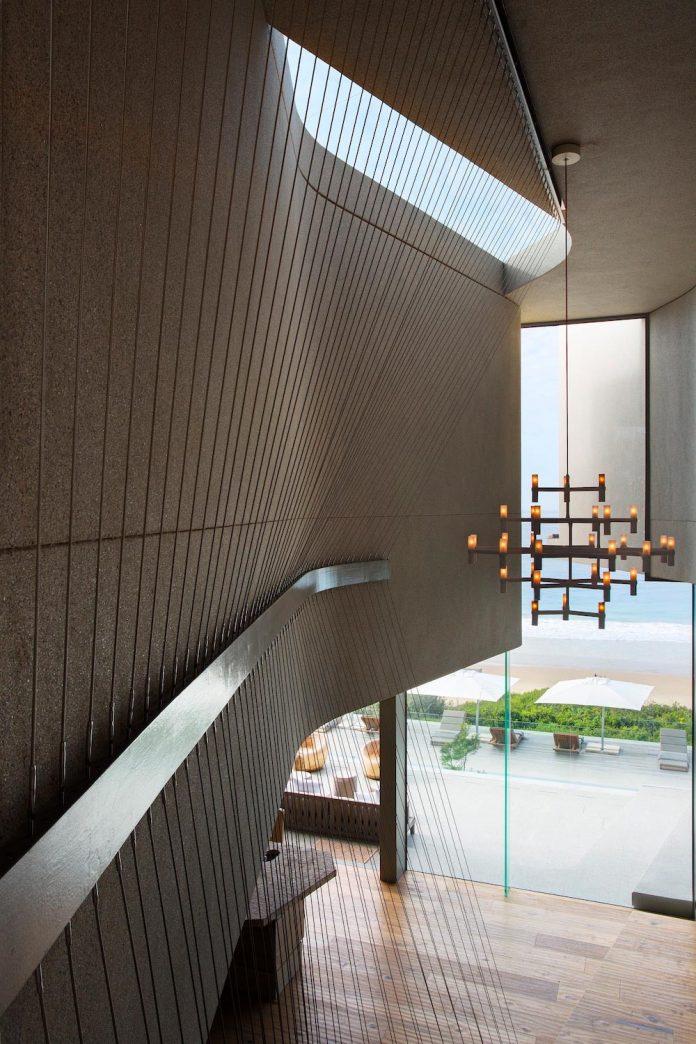 saota-designed-beachyhead-residence-modern-plettenberg-bay-home-near-beach-great-sea-views-15