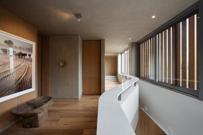 saota-designed-beachyhead-residence-modern-plettenberg-bay-home-near-beach-great-sea-views-17