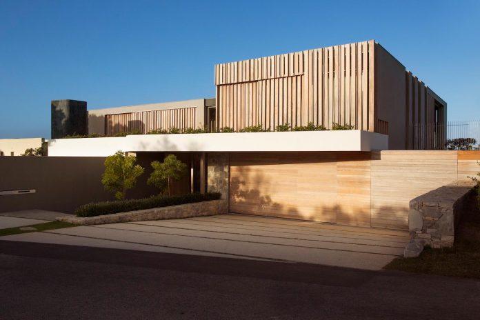 saota-designed-beachyhead-residence-modern-plettenberg-bay-home-near-beach-great-sea-views-19